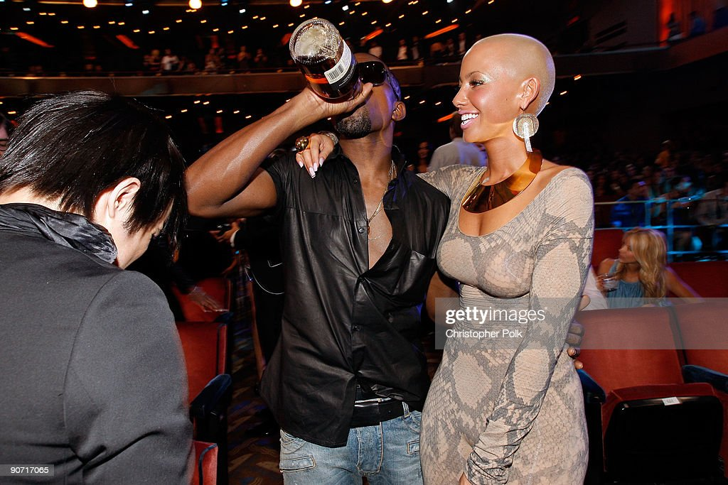 Kanye West and Amber Rose attend the 2009 MTV Video Music Awards at Radio City Music Hall on September 13, 2009 in New York City.