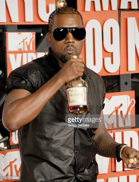 Kanye West arrives for the MTV Video Music Awards at Radio City Music Hall on September 13 2009 in New York City