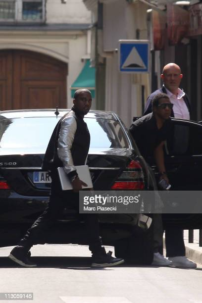 COVERAGE*** Kanye West meets with Jay Z on April 23 2011 in Paris France