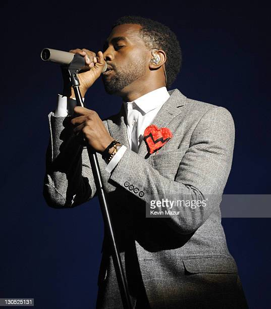 Kanye West performs at the 2008 MTV Video Music Awards at Paramount Pictures Studios on September 7 2008 in Los Angeles California