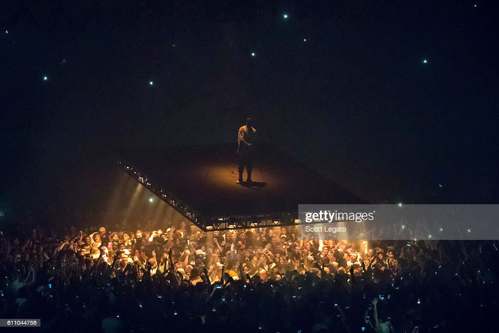 Kanye West In Concert - Detroit, Michigan : News Photo