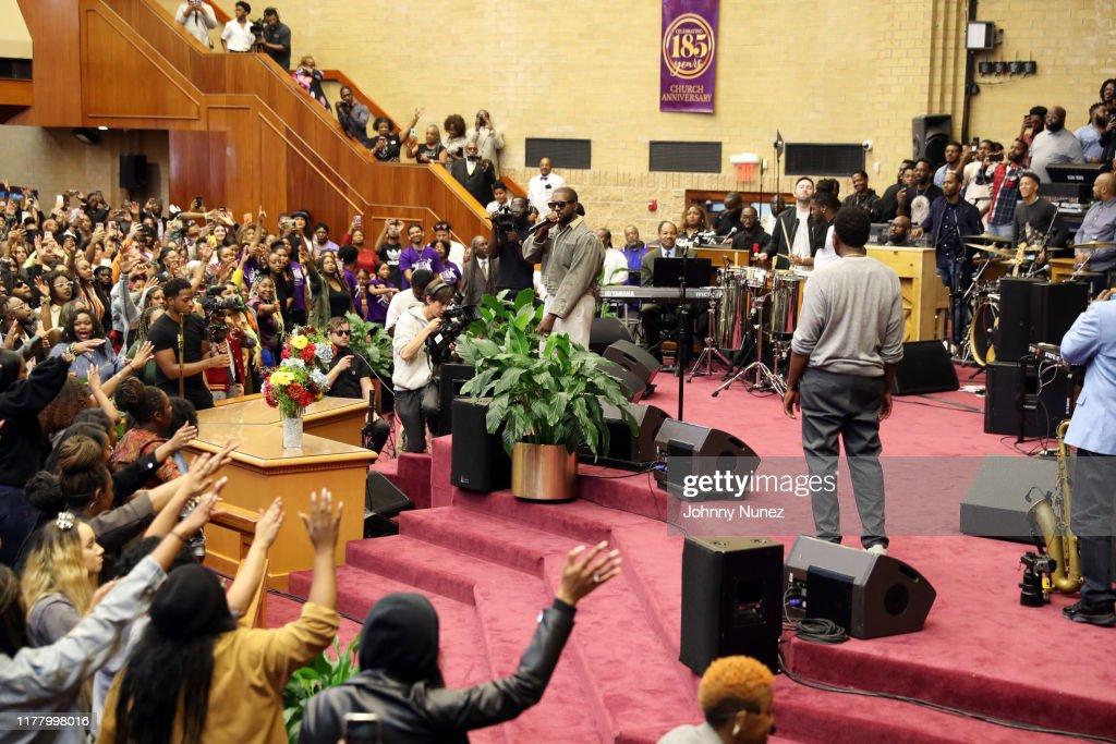 Sunday Service : News Photo