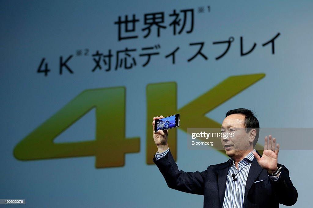 NTT Docomo Inc. President Kaoru Kato Unveils New Smartphones : News Photo