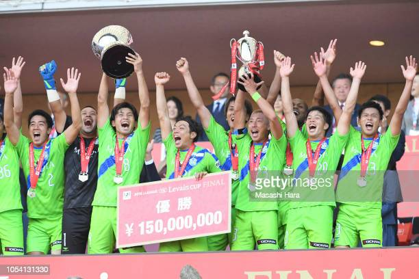 Kaoru Takayama of Shonan Bellmare lifts the trophy after winning the JLeague Levain Cup final between Shonan Bellmare and Yokohama FMarinos at...