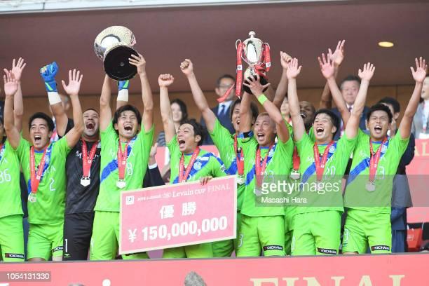 Kaoru Takayama of Shonan Bellmare lifts the trophy after winning the J.League Levain Cup final between Shonan Bellmare and Yokohama F.Marinos at...