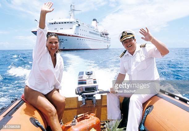 Kapitän Harry H Biehl Heide Keller Dreharbeiten zur ZDFReihe Traumschiff Folge 15 Brasilien MS Berlin Kreuzfahrt Kreuzfahrtschiff Tender Schiff Meer...