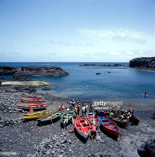 Kapverdische Inseln Insel Fogo Fischerboote in der Bucht von Salinas 1998
