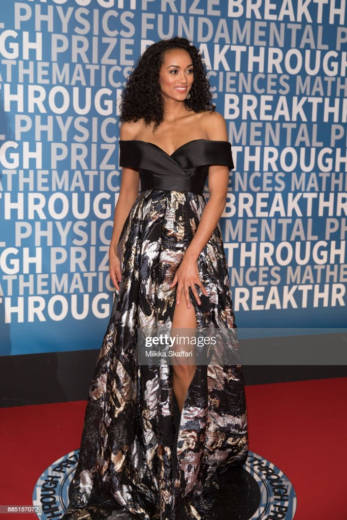 Kara McCullough arrives at the 2018 Breakthrough Prize at NASA Ames Research Center on December 3, 2017 in Mountain View, California.