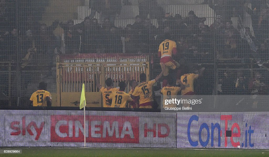 Karamoko Cisse' of Benevento Calcio celebrates with his teammates after scoring the goal 1-1 during the Serie B match between US Avellino and Benevento Calcio at Stadio Partenio on December 10, 2016 in Avellino, Italy.