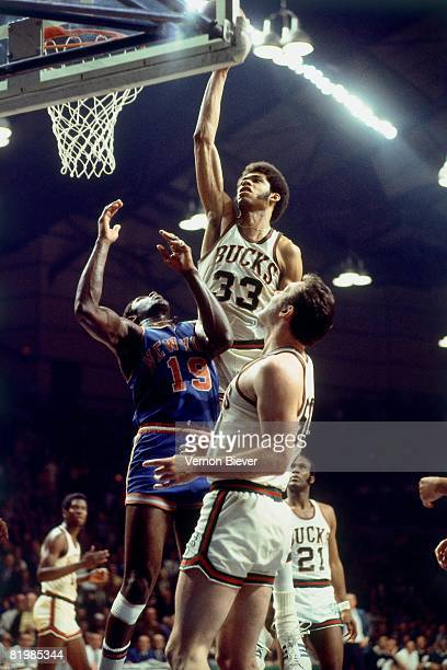 Kareem Abdul Jabbar of the Milwaukee Bucks goes up for a shot against Willis Reed of the New York Knicks during the 1970 season at the MECCA Arena in...