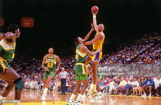 Kareem AbdulJabbar of the Los Angeles Lakers shoots the ball during a game played circa 1989 at the Great Western Forum in Inglewood California NOTE...