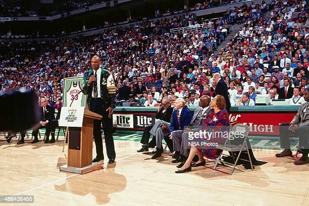 pretty nice 1731c e65ca Kareem Abdul-Jabbar Milwaukee Bucks Jersey Retirement ...