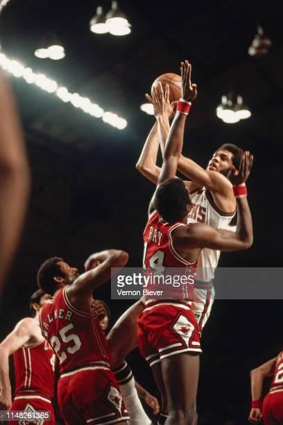Kareem Abdul-Jabbar of the Milwaukee Bucks shoots the ball against the Chicago Bulls on January 14, 1972 at Milwaukee Arena in Milwaukee, Wisconsin....