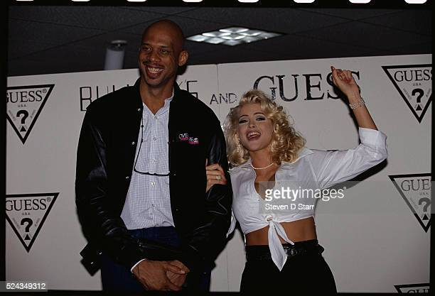 Kareem AbdulJabber stands beside Anna Nicole Smith She has just been announced a Guess jeans fashion model