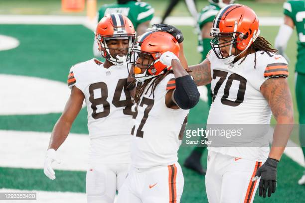 Kareem Hunt of the Cleveland Browns celebrates his touchdown with teammates in the fourth quarter against the New York Jets at MetLife Stadium on...