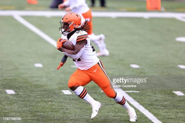 Kareem Hunt of the Cleveland Browns runs the ball in the game against the Cincinnati Bengals at Paul Brown Stadium on October 25, 2020 in Cincinnati,...