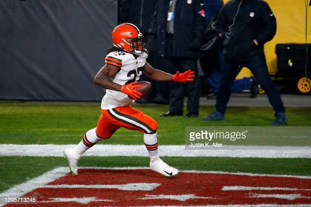 Kareem Hunt of the Cleveland Browns rushes for his second touchdown of the first quarter against the Pittsburgh Steelers during the AFC Wild Card...