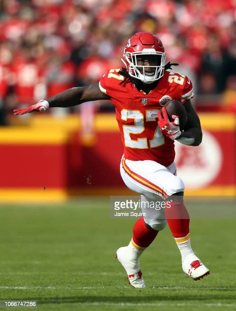 Kareem Hunt of the Kansas City Chiefs carries the ball during the game against the Arizona Cardinals at Arrowhead Stadium on November 11 2018 in...