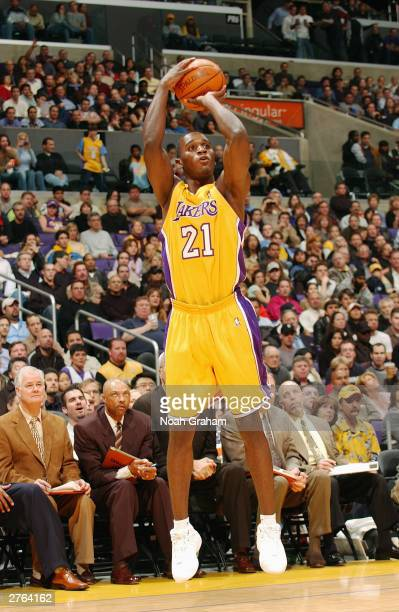 Kareem Rush of the Los Angeles Lakers shoots a jumper during the game against the Chicago Bulls at the Staples Center on November 21 2003 in Los...