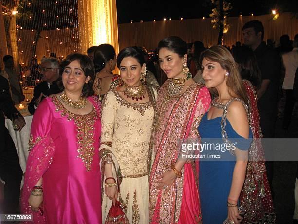 NEW DELHI INDIA OCTOBER 18 Kareena Kapoor poses with sister Karisma and guests during her DawateWalima at 31 Aurangzeb Road 3 on October 18 2012 in...
