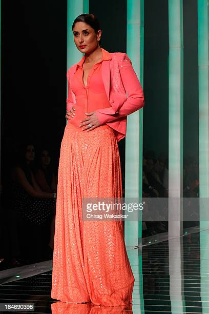 Kareena Kapoor showcases designs by Namrata Joshipura on the runway during day five of Lakme Fashion Week Summer/Resort 2013 on March 26 2013 at...