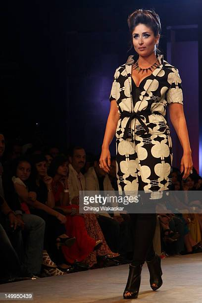 Kareena Kapoor walks the runway at the Kallol Datta show at The Grand Finale of The Lakme Fashion Week Winter/Festive 2012 day 5 at the Grand Hyatt...