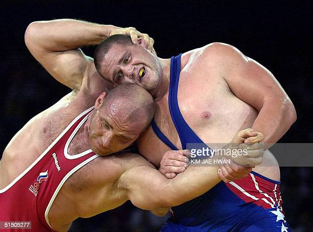 Kareline Alexandre of Russia attempts to power Rulon Gardner of the USA in the final of the men's 130kg GrecoRoman wrestling competition at the XXVII...