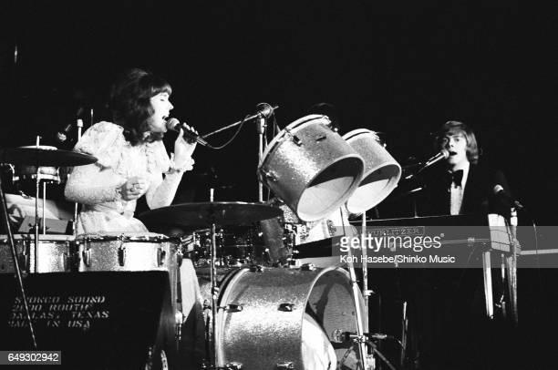 Karen Carpenter singing while drumming Richard Carpenter playing keyboards at Nippon Budokan June 2nd 1972