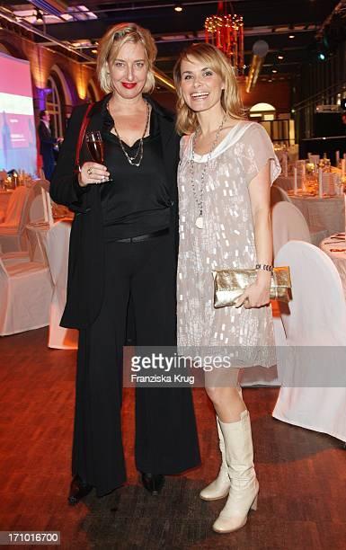 Karen Friesicke Und Andrea Lüdke Beim 1. Charity Gala Dinner Zugunsten Lebensherbst E.V. Von Mariella_Gräfin_Von_Faber -Castell Im Ehemaligen...