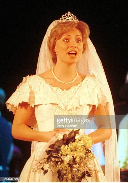 """Karen Gillingham , Wolfen, Musical """"Lady Di - Diana; Ein Lächeln verzaubert die Welt"""", Weltpremiere, Schauspielerin, Bühne, Probe, Hochzeit,..."""