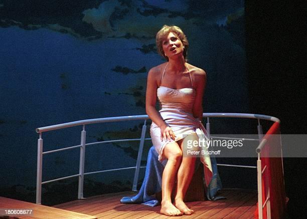 """Karen Gillingham , Wolfen, Musical """"Lady Di - Diana; Ein Lächeln verzaubert die Welt"""", Weltpremiere, Schauspielerin, Singen, Bühne, Reling, Probe,..."""