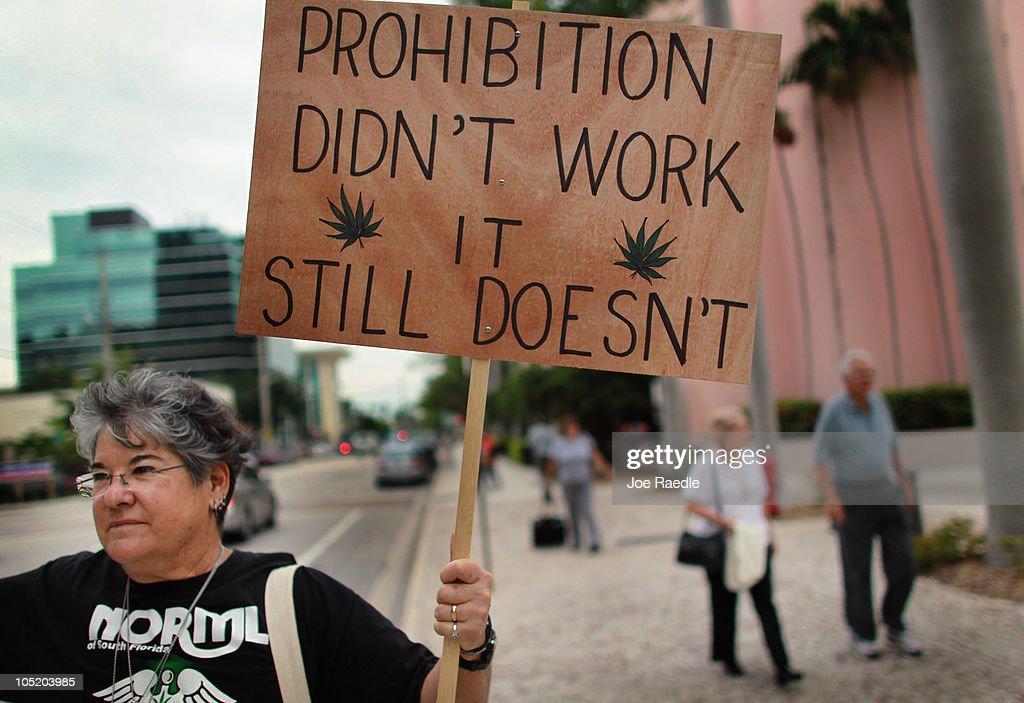 Florida Attorney General Candidate Leads Pro Marijuana Rally : Fotografía de noticias