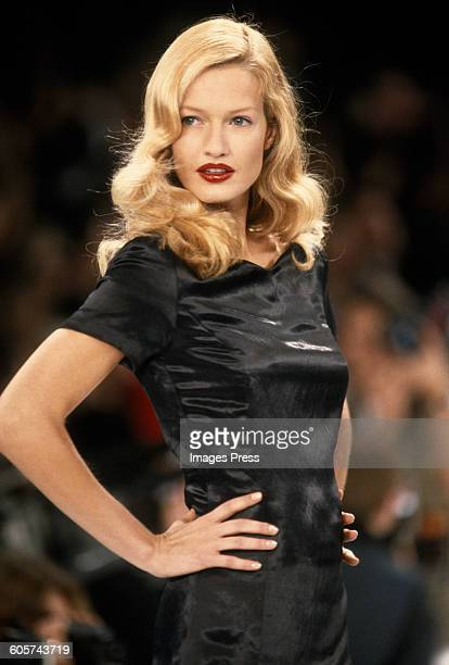 Karen Mulder at the Isaac Mizrahi Spring 1995 show circa 1994 in New York City