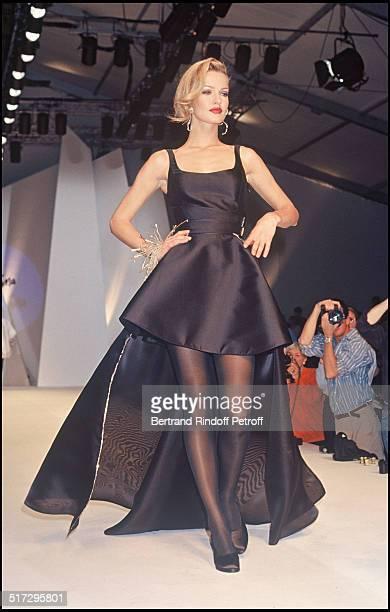 Karen Mulder Claude de Montana ready to wear fashion show fall winter 1992 in Paris