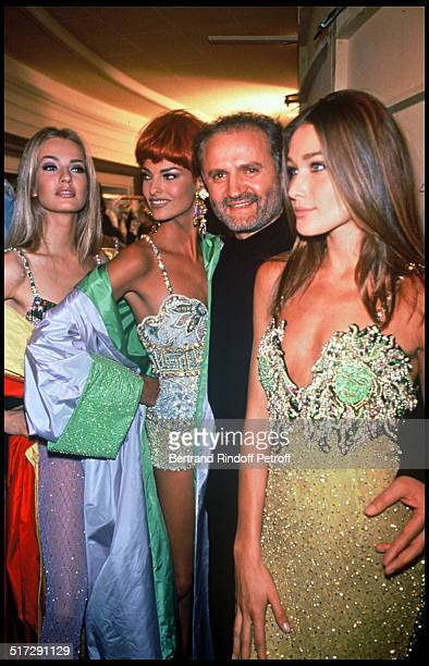 Karen Mulder Linda Evangelista Gianni Versace and Carla Bruni Haute Couture fashion show spring summer 1992 collection in Paris
