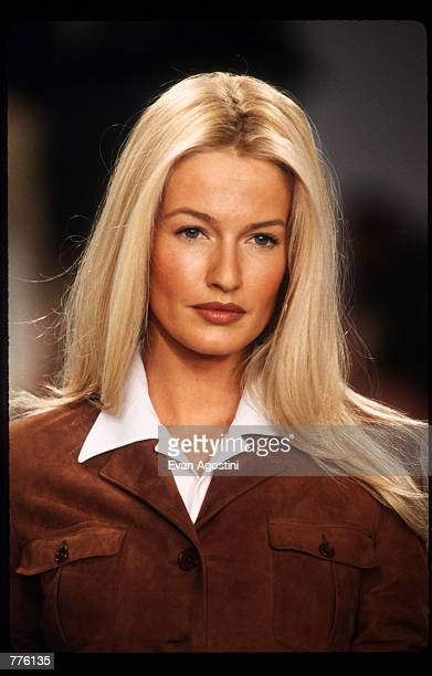 Karen Mulder models clothing from the Ralph Lauren Spring 97 collection at the 7ht on Sixth Fashion Show October 30 1996 in New York City Ralph...