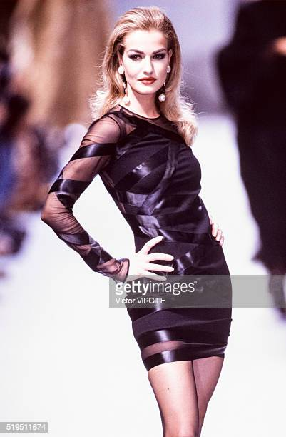 Karen Mulder walks the runway at the Chanel Haute Couture Fall/Winter 19911992 fashion show during the Paris Fashion Week in July 1991 in Paris France