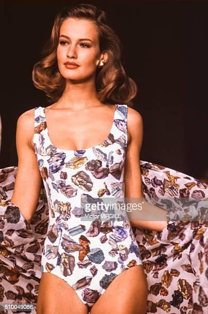 Karen Mulder walks the runway at the Hermes Pret a Porter Spring/Summer 19891990 fashion show during the Paris fashion Week in October 1989 in Paris...