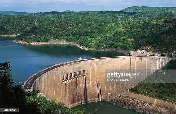 Kariba Dam hydroelectric dam in the Kariba Gorge of the Zambezi river basin between Zambia and Zimbabwe.
