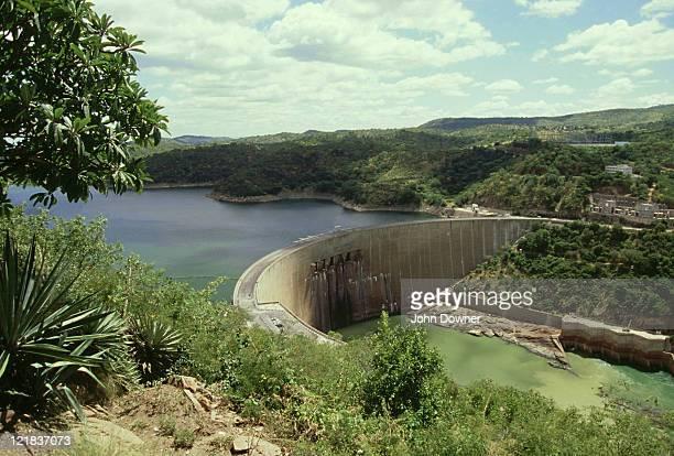 kariba hydroelectric dam across zambezi river, lake kariba, kariba, zimbabwe - kariba dam stock pictures, royalty-free photos & images