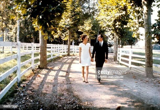 Karim Aga Khan And His Bride Karim KHAN et sa fiancée Sally STUART reçoivent Paris Match 48 heures après avoir annoncé leur mariage attitude du...