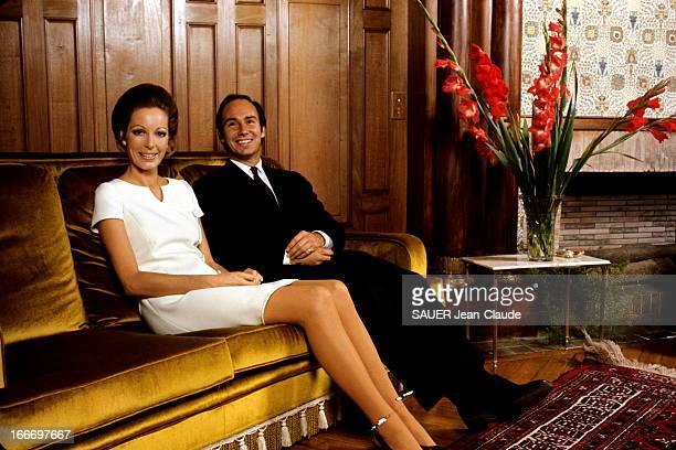 Karim Aga Khan And His Bride Karim KHAN et sa fiancée Sally STUART reçoivent Paris Match 48 heures après avoir annoncé leur mariage attitude...