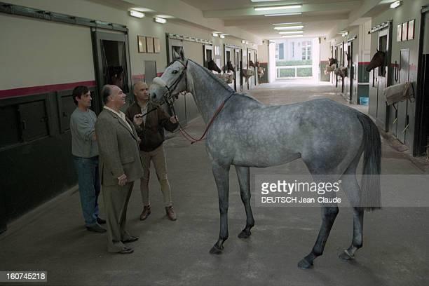 Karim Aga Khan In His Stud Farm Of Aiglemont In Oise En France en septembre 1997 Karim AGA KHAN dans son haras d'Aiglemont dans l'Oise avec DAYLAMI...