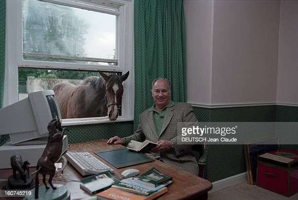 Karim Aga Khan In His Stud Farm Of Aiglemont In Oise En France en septembre 1997 Karim AGA KHAN dans son haras d'Aiglemont dans l'Oise assis dans son...