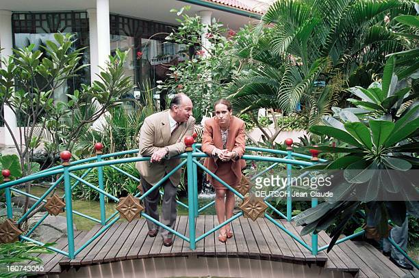 Karim Aga Khan In Indonesia To Award His Triennial Prize Of Architecture Ile de Java Yogyakarta 28 Novembre 1995 Le prince Karim AGA KHAN et sa fille...
