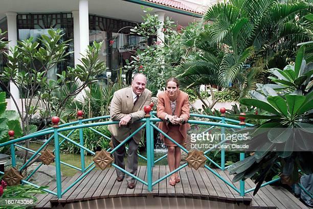 Karim Aga Khan In Indonesia To Award His Triennial Prize Of Architecture Ile de Java Yogyakarta 28 Novembre 1995 Le prince Karim AGA KHAN et sa fille...