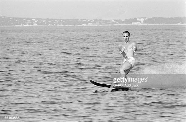 Karim Aga Khan On Holiday On The French Rivieira Aout 1959 sur la côte d' Azur KARIM AGA KHAN fait du ski nautique