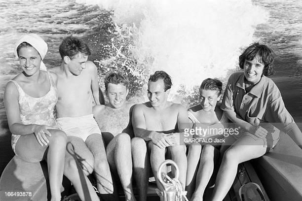 Karim Aga Khan On Holiday On The French Rivieira Aout 1959 sur la côte d' Azur KARIM AGA KHAN fait du ski nautique A l'arrière de son bateau un...