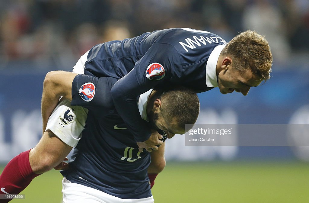 Karim Benzema of France celebrates scoring a goal with Antoine Griezmann of France during the international friendly match between France and Armenia at Allianz Riviera stadium on October 8, 2015 in Nice, France.