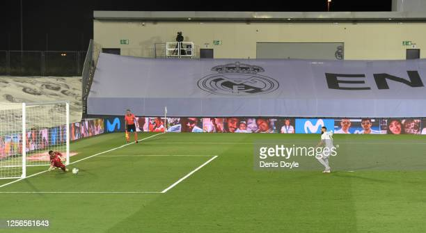 Karim Benzema of Madrid scoring the second goal from a penalty during the Liga match between Real Madrid CF and Villarreal CF at Estadio Alfredo Di...